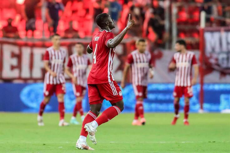 Olympiacos bateu o Neftci Baku por 1-0 no Pireu