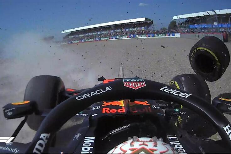 Verstappen sofreu acidente na primeira volta