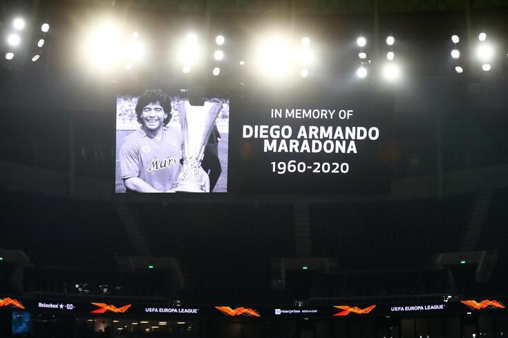 Homenagem prestada a Maradona antes do jogo entre Tottenham e Ludogorets
