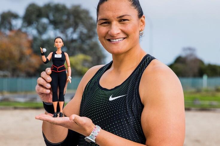 Valerie Adams é das poucas atletas homenageadas com... uma Barbie