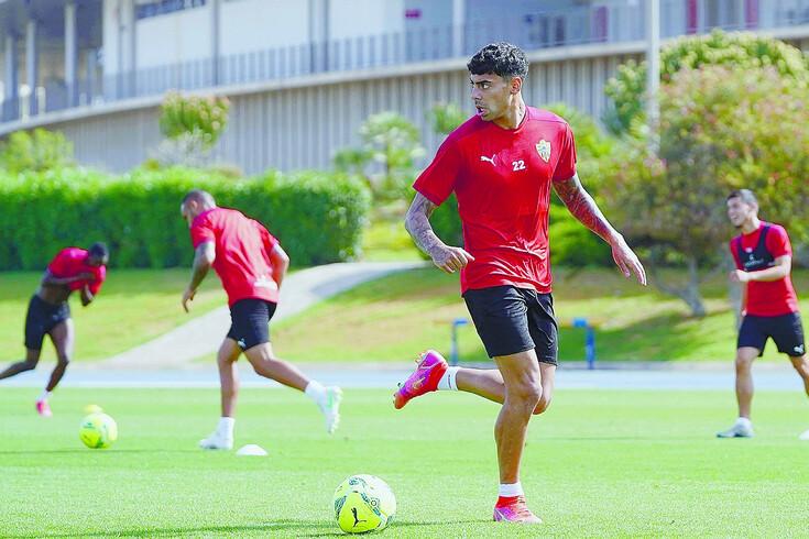 Samuel Costa assinou em definitivo pelo Almería, mas negócio está a gerar confusão