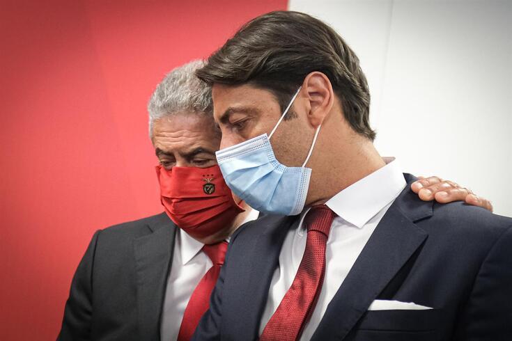 Rui Costa ao lado de Vieira