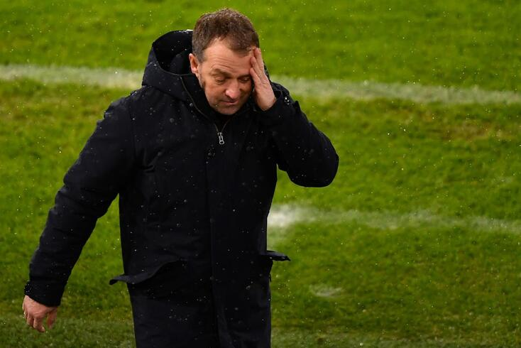 Hansi Flick anunciou publicamente a saída e o Bayern não gostou