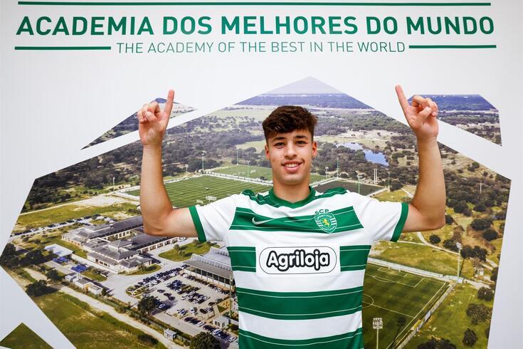 Gonçalo Braga troca Braga por Sporting e assina contrato profissional