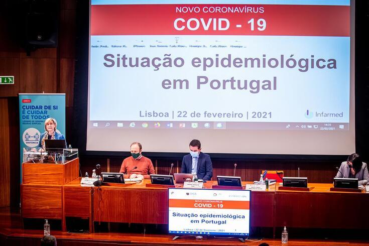 Reunião juntou epidemiologistas, especialistas em saúde pública e dirigentes políticos na sede do Infarmed