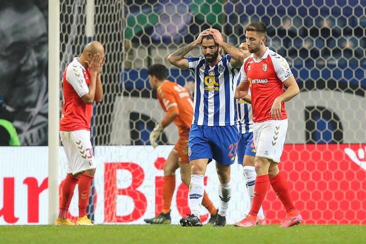 Sérgio Oliveira começou o jogo com o Braga no banco