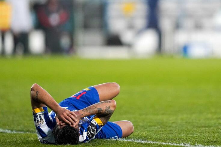 Corona (na imagem) e Pepe lesionados no Gil Vicente-FC Porto
