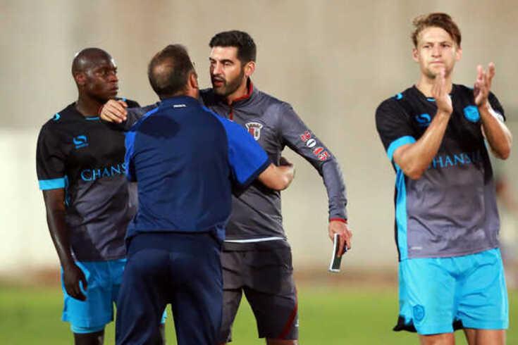 Carlos Carvalhal e Paulo Fonseca, aqui no comando técnico de Sheffield Wednesday e Braga, respetivamente