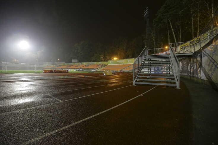 Viseu, 28/11/2017 - Estrutura colocada, em cima da pista de atletismo, no Estádio do Fontelo aquando