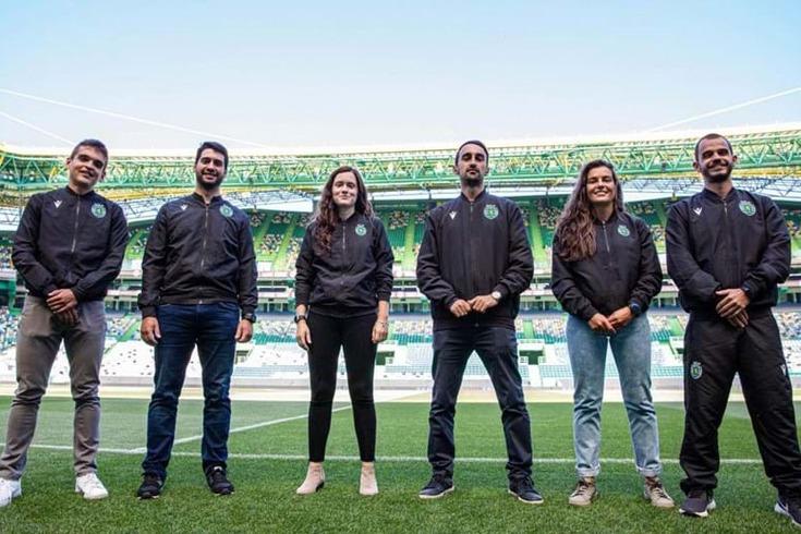 Mariana Cabral e a restante equipa técnica no dia 1 como treinadora principal