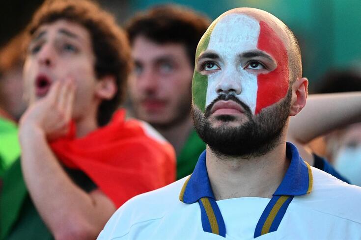 Adepto italiano durante o Itália-Inglaterra