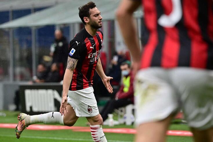 Hakan Çalhanoglu prestes a rumar ao Inter