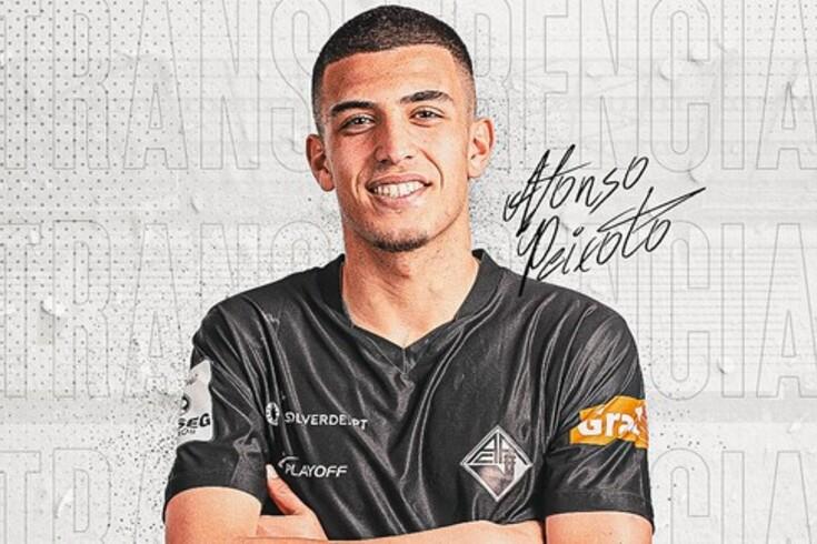 Académica oficializa ida de Afonso Peixoto para a Serie A