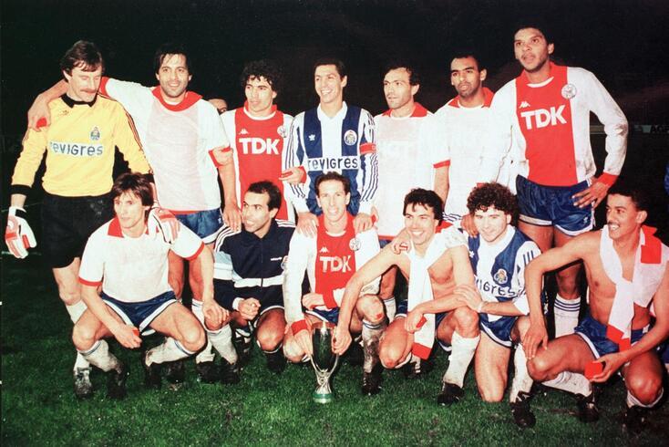 Rui Barros, em baixo à direta, brilhou frente ao Ajax