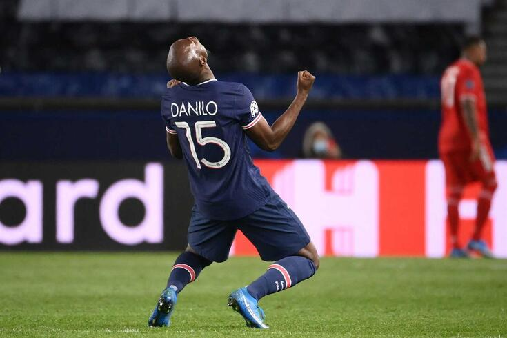 Danilo em ação pelo PSG
