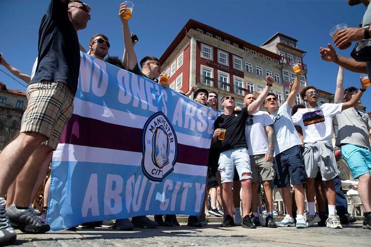 """Adeptos ingleses """"invadiram"""" o Porto aquando da final da Champions"""