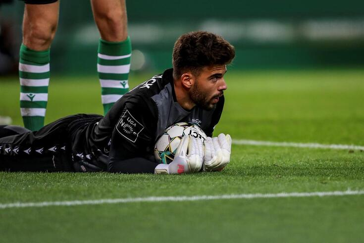 Luís Maximiano com pouco espaço no Sporting