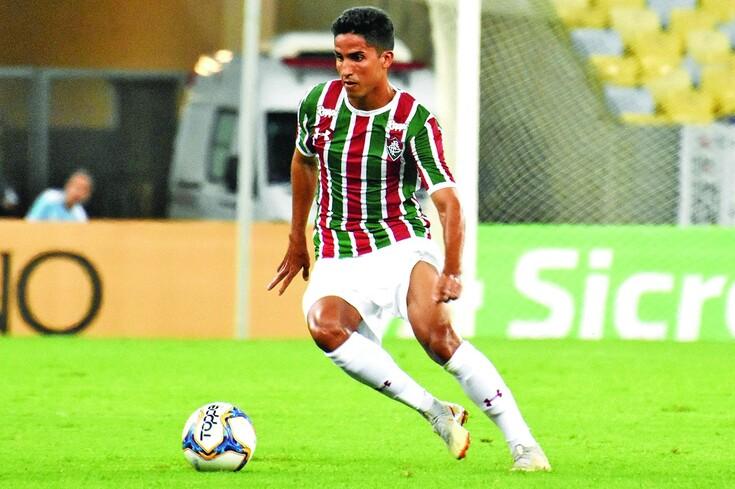Igor Julião com a camisola do Fluminense