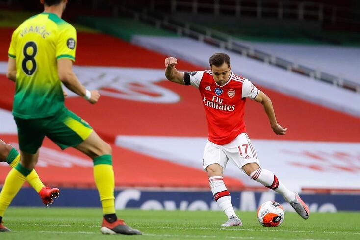Cédric com a camisola do Arsenal