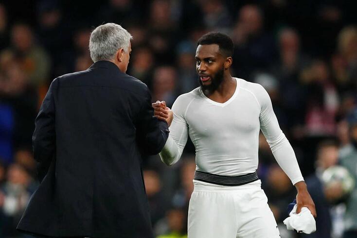José Mourinho cumprimenta Danny Rose