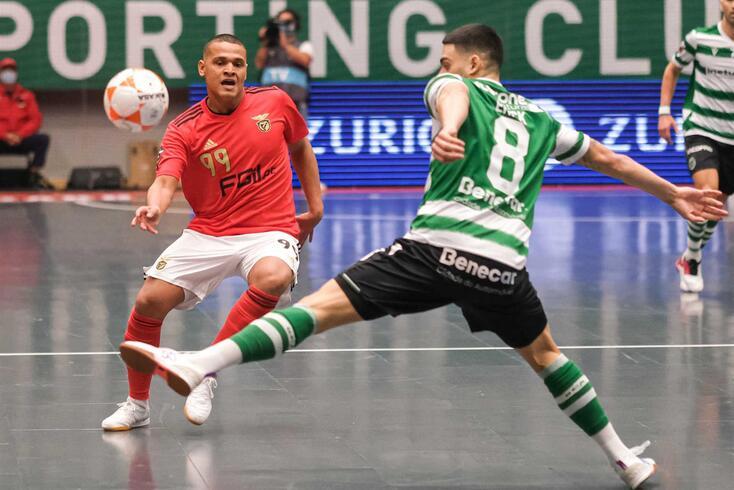 """Benfica e Sporting vão jogar """"oitavos"""" da Champions em casa"""