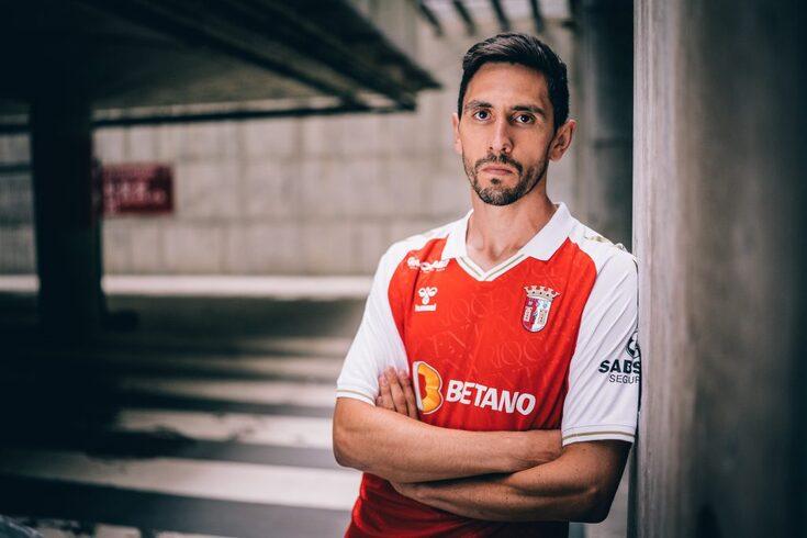 Paulo Oliveira assinou pelo Braga