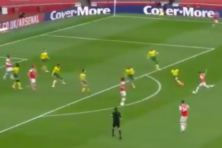 Cédric marcou na estreia pelo Arsenal