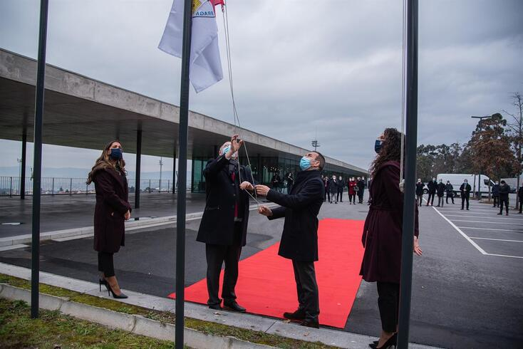 Momento em que António Salvador, presidente do Braga, hasteia a bandeira