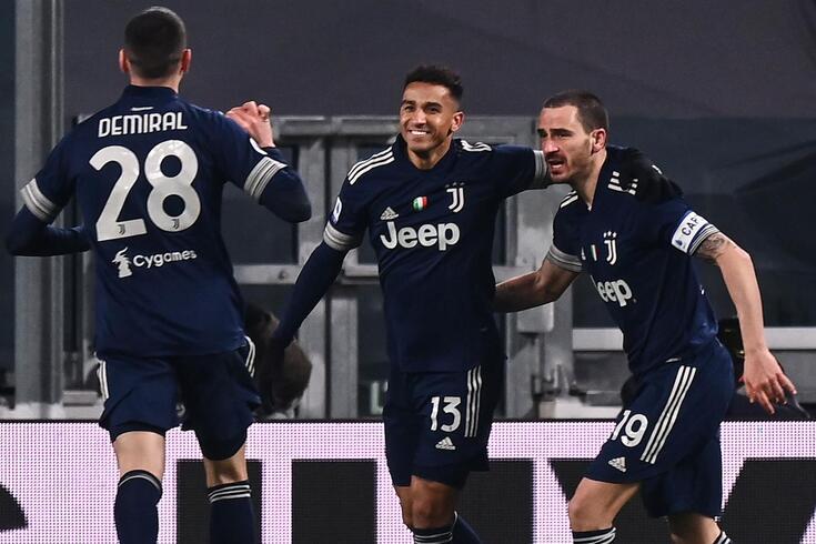 Danilo, ao centro, com a camisola da Juventus