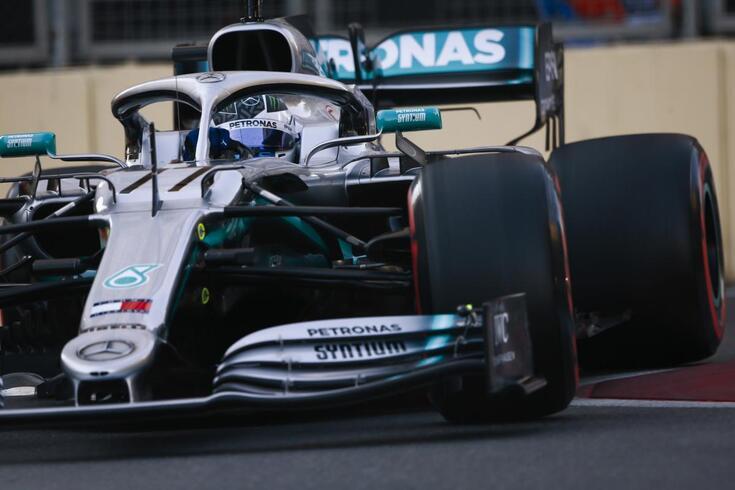 GP do Azerbaijão: Valtteri Bottas bate Hamilton em duelo Mercedes