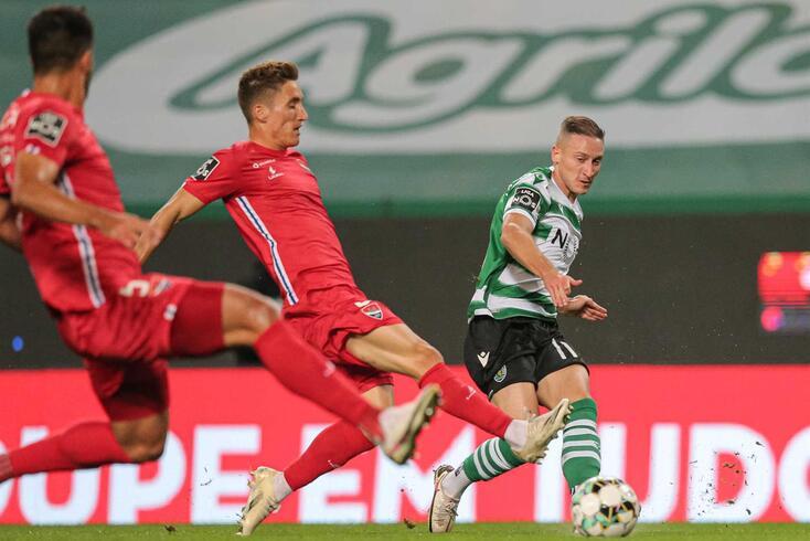 Nuno Santos está de regresso ao onze do Sporting