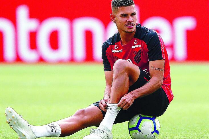 Bruno Guimarães está a par dos contactos