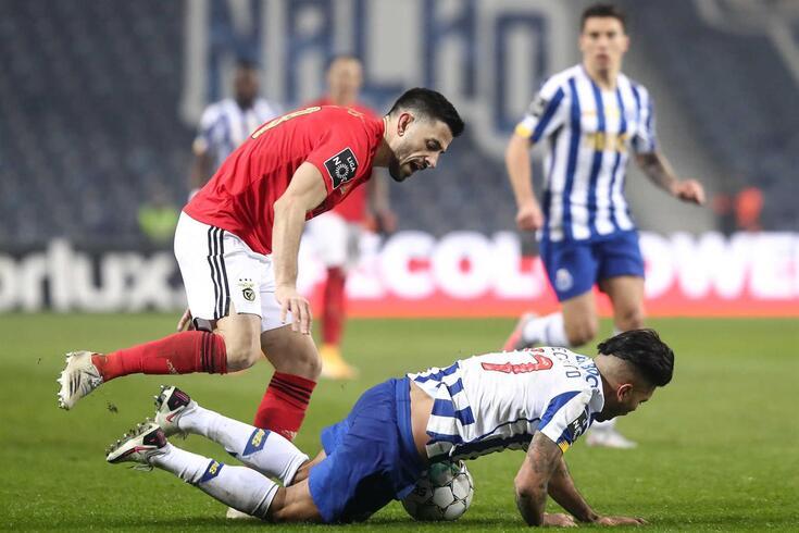 Corona foi o jogador que mais faltas sofreu no clássico FC Porto-Benfica