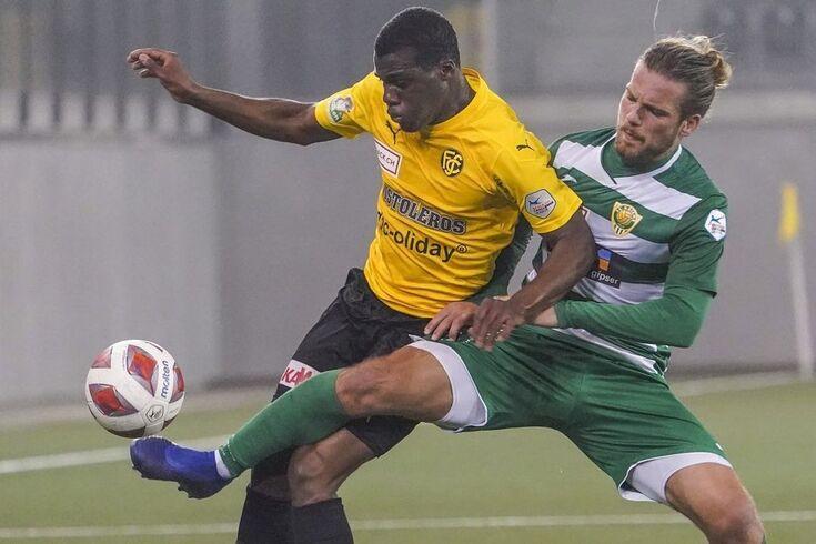 Franck Djoulou, à esquerda, é reforço do Olhanense
