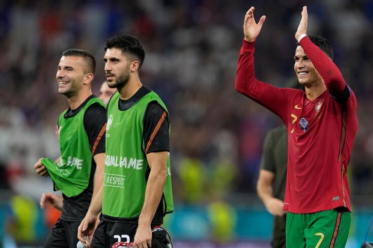 Ronaldo bisou contra a França