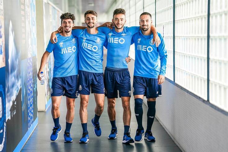 Vítor Ferreira, Fábio Vieira e João Mário com Bruno Costa, também ele produto da formação