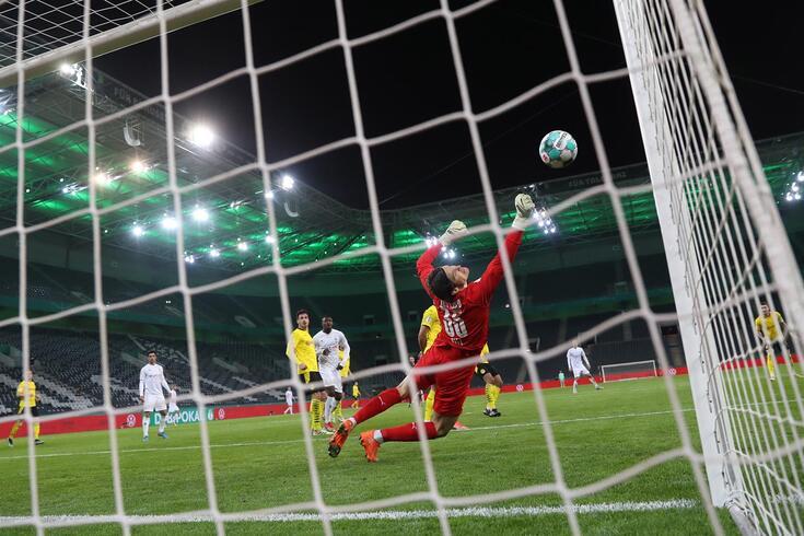 Marwin Hitz, guarda-redes do Borussia Dortmund, também foi decisivo no jogo com o Borussia Monchengladbach