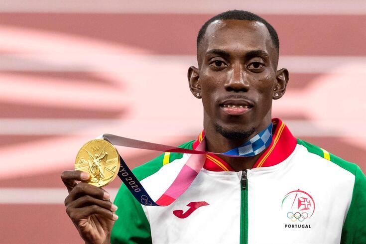 Pedro Pichardo recebeu a medalha de ouro em Tóquio