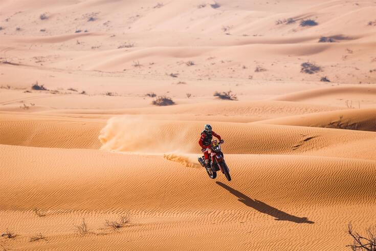 Kevin Benavides mantém liderança das motas no Dakar