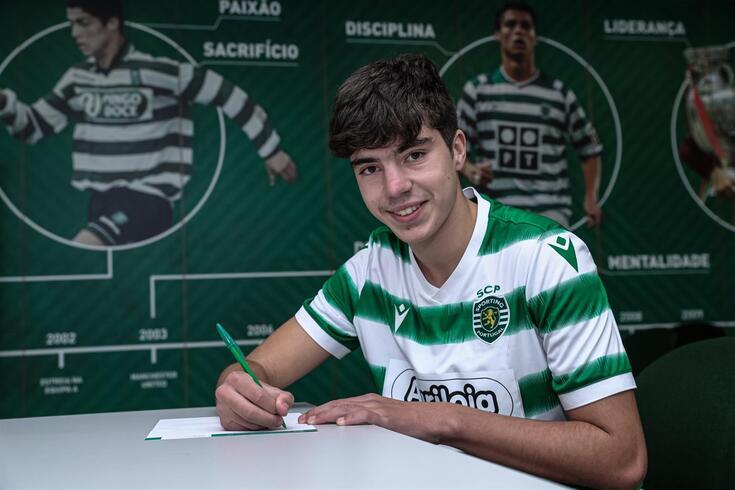 João Coelho assinou um contrato de formação