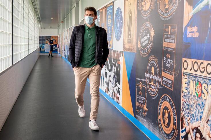 """Casillas assinala 23 meses depois do enfarte com """"boas notícias"""" e um copo de vinho"""