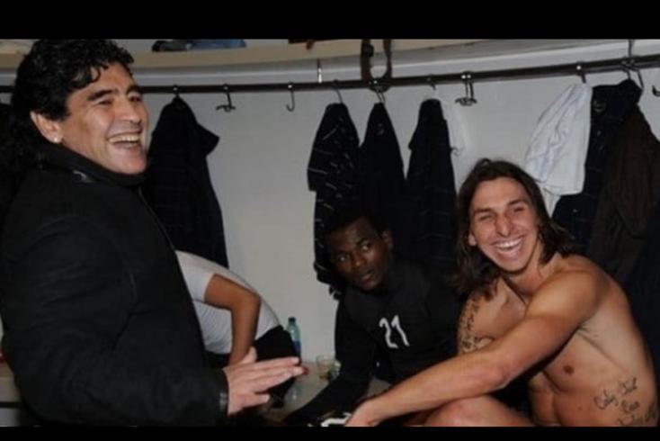Zlatan Ibrahimovic, avançado do Milan, homenageia Maradona