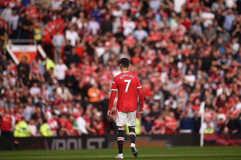 Ronaldo bisa no regresso, Bruno Fernandes ajuda à festa e United vence