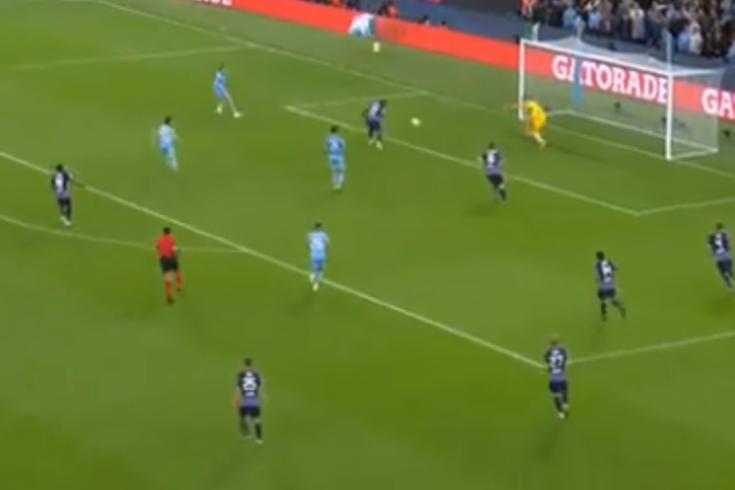 O insólito autogolo de Mukiele, do Leipzig, no duelo com o Manchester City