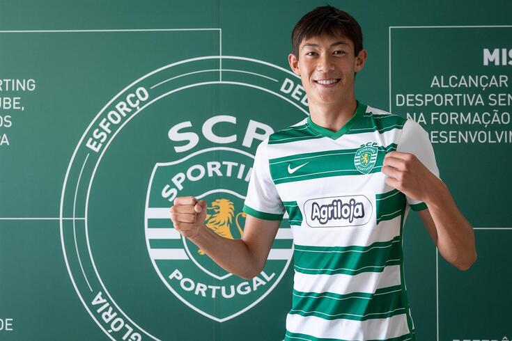 Magnus Gaunsbaek com a camisola do Sporting