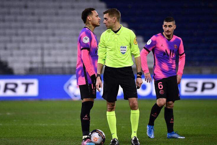 Clément Turpin vai dirigir o segundo encontro entre FC Porto e Chelsea