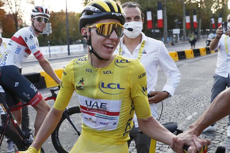 Pogacar conquista Tour e repete feito de Eddy Merckx