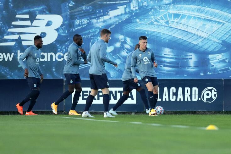 Último ensaio do FC Porto antes de rumar à Grécia deixa dúvida