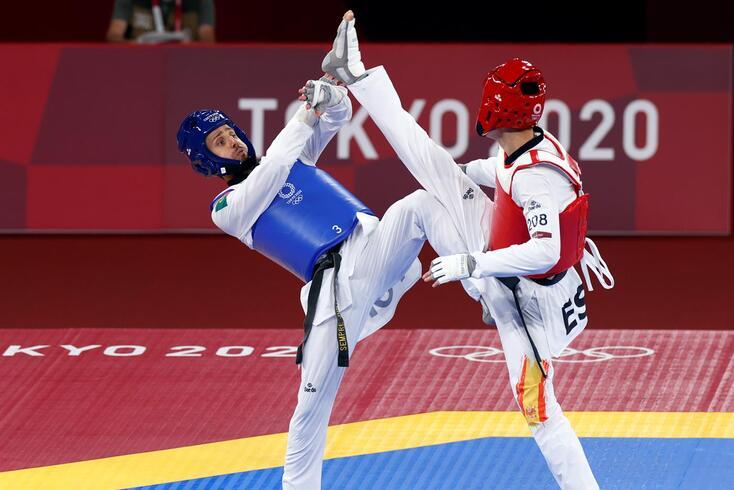 Rui Bragança, de azul, no combate de estreia