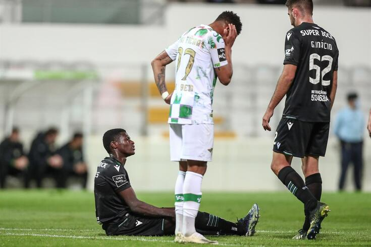 Nuno Mendes deixou o jogo de Moreira de Cónegos com queixas físicas